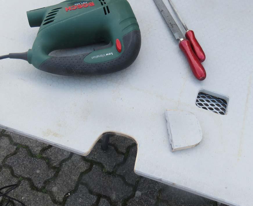 Bodenplatte erhält Öffnungen für die Kabel