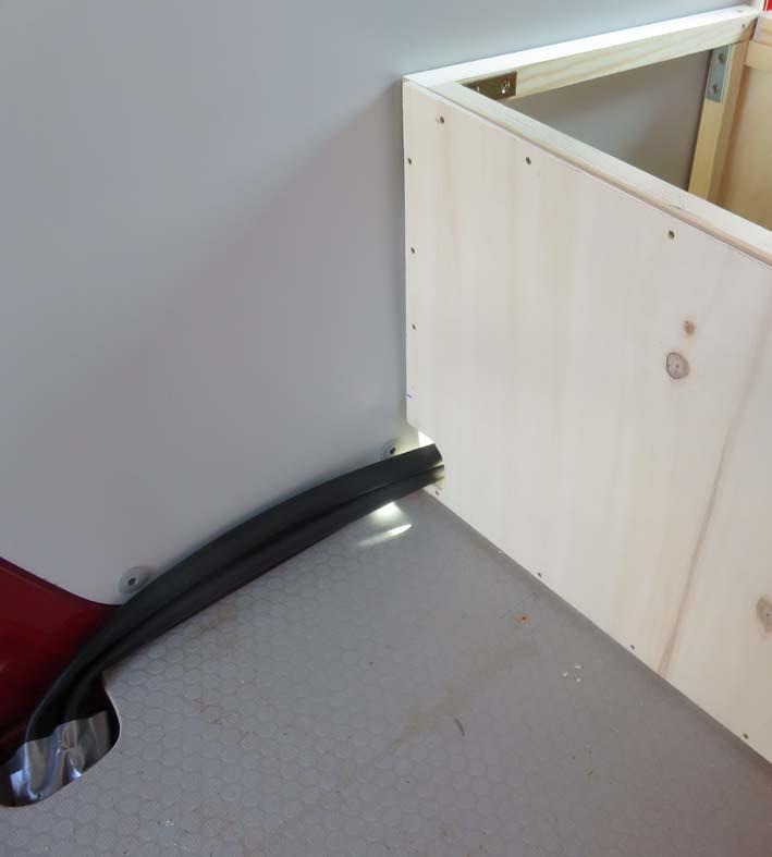 Bau der Elektrobox mit Kabelöffnung an der Seite