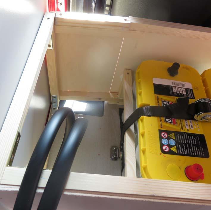 Bau der Elektrobox mit Kabelöffnung am Boden
