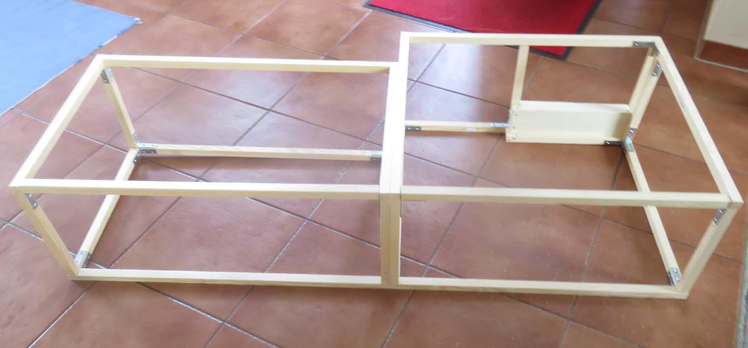 Rahmenkonstruktion für die Möbel mit Leisten und Winkeln