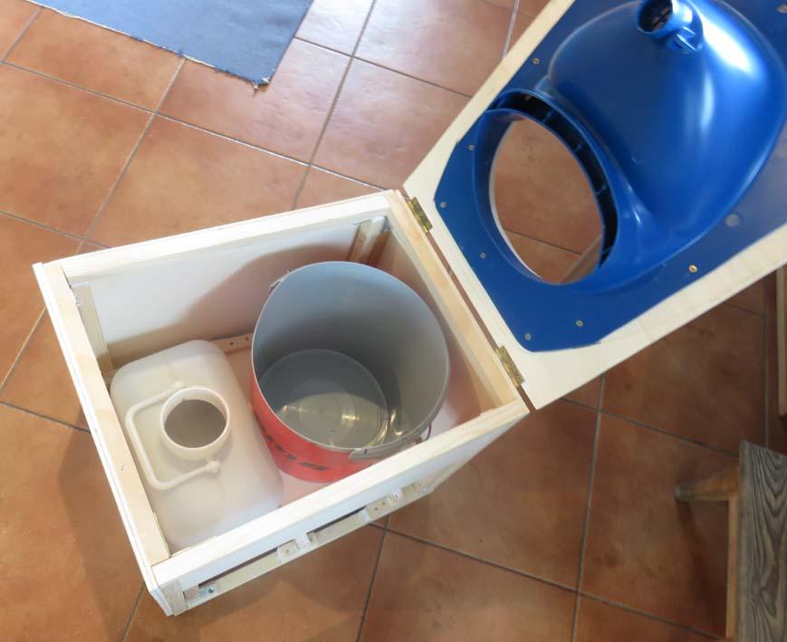 Spezialeinsatz von Separett für die Trockentrenntoilette