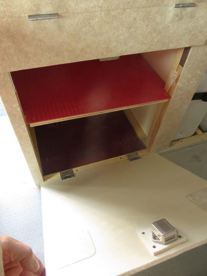 Konstruktion des Küchenmoduls mit 2 Staufächern