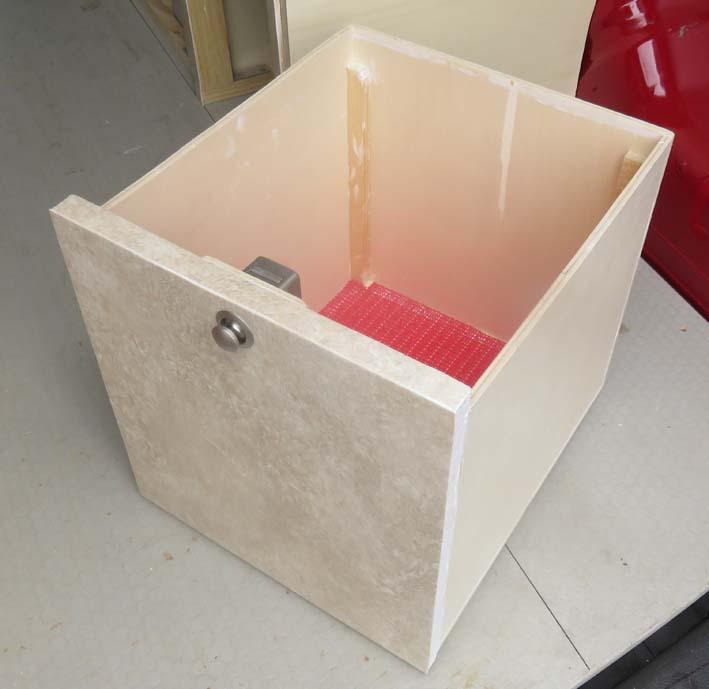 Staubox für Lebensmittel unter der Kühlbox