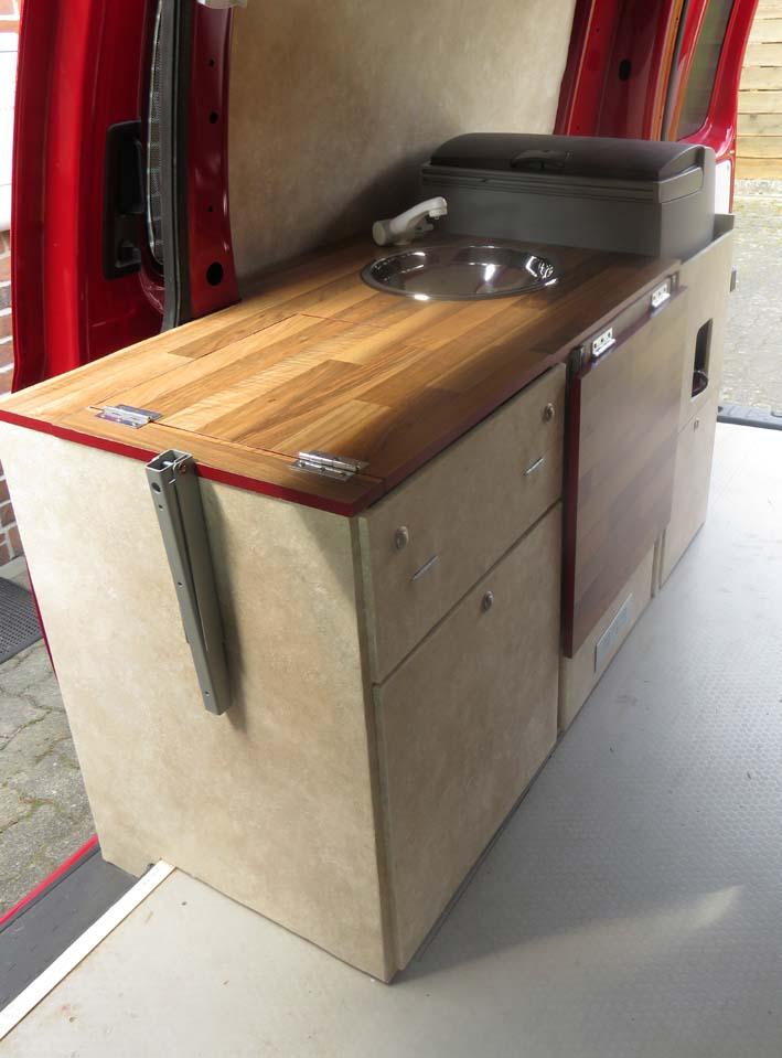 Fertiges Küchenmodul 3 mit Kocher und Spüle
