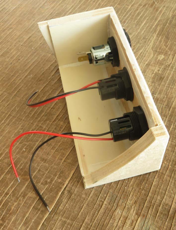Steckdosenleiste für 12V-Steckose und USB-Anschlüsse