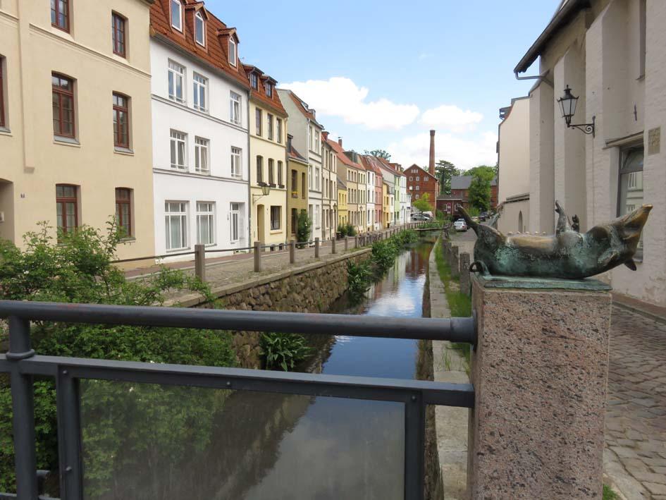 Kanal mit Schweinsbrücke in Wismar