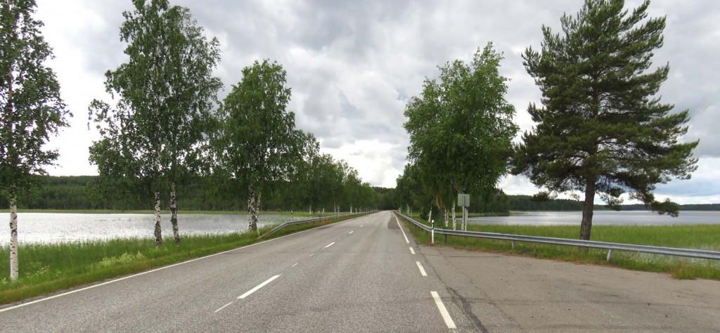 Seen rechts und links der Straße